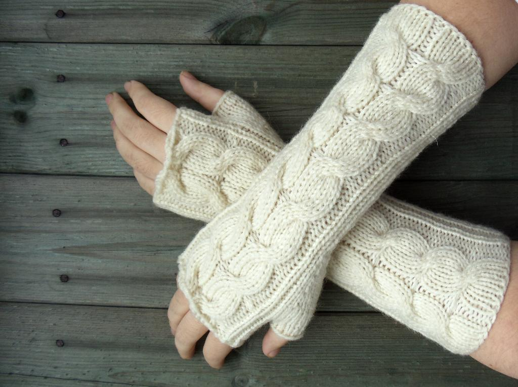 Knitted Shamrock Pattern : Knitting Patterns Free Fingerless Gloves images