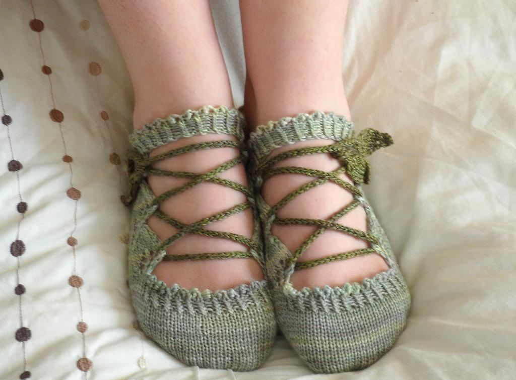Knitting Patterns For Slippers : Knitted Slipper Patterns A Knitting Blog