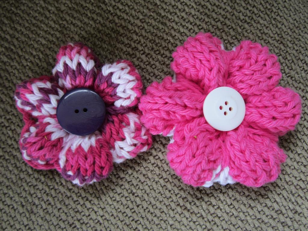 Easy Knitting : Easy+Knitting+Flowers Simple Knit Buttoned Flower Pattern Photos