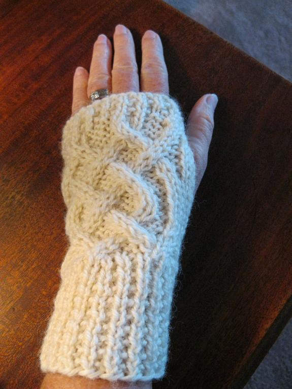Knit Fingerless Gloves Pattern Free : Celtic Knitting Patterns A Knitting Blog