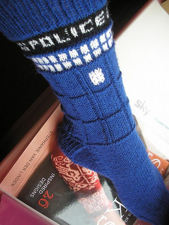 Knitting Pattern For Tardis Socks : Doctor Who Knitting Pattern A Knitting Blog