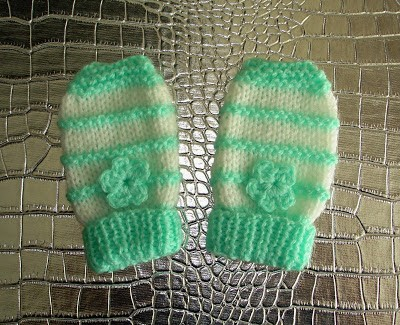 Free Garter Stitch Ridge Baby Mittens Knitting Pattern Photo