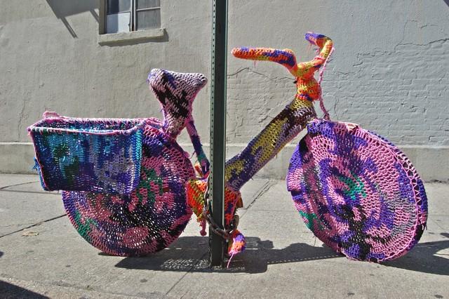 Graffiti Knitting Patterns : Yarn bombing a knitting