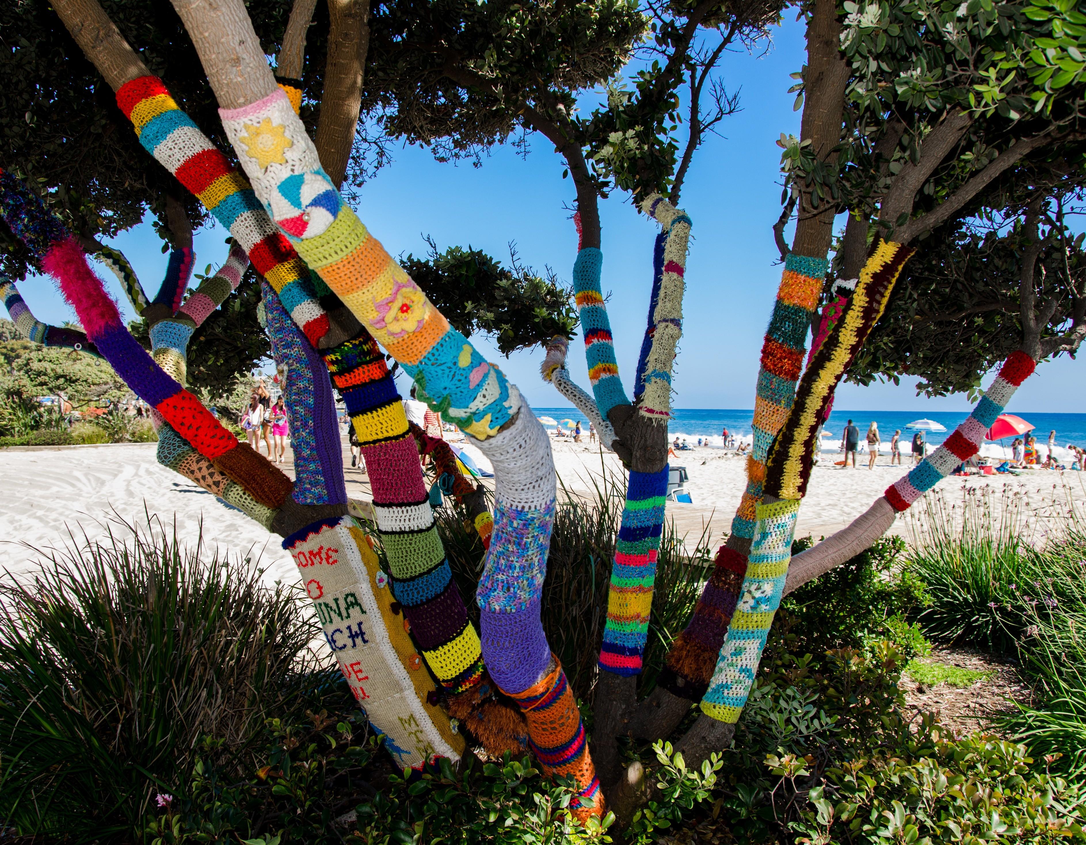 Knitting Trees Art : Yarn bombing a knitting