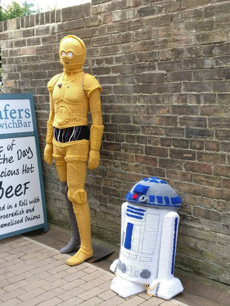 Knitted C3-PO and R2-D2